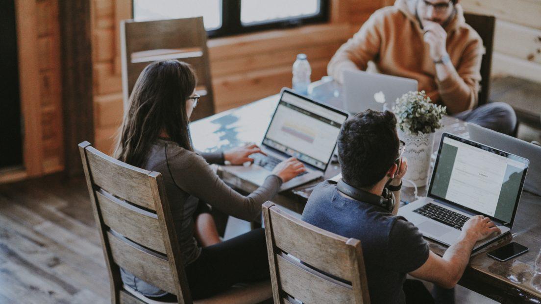 Исследование: Эстонские предприятия недостаточно хвалят своих работников
